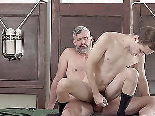 bareback (gay) big cock (gay) old+young (gay)